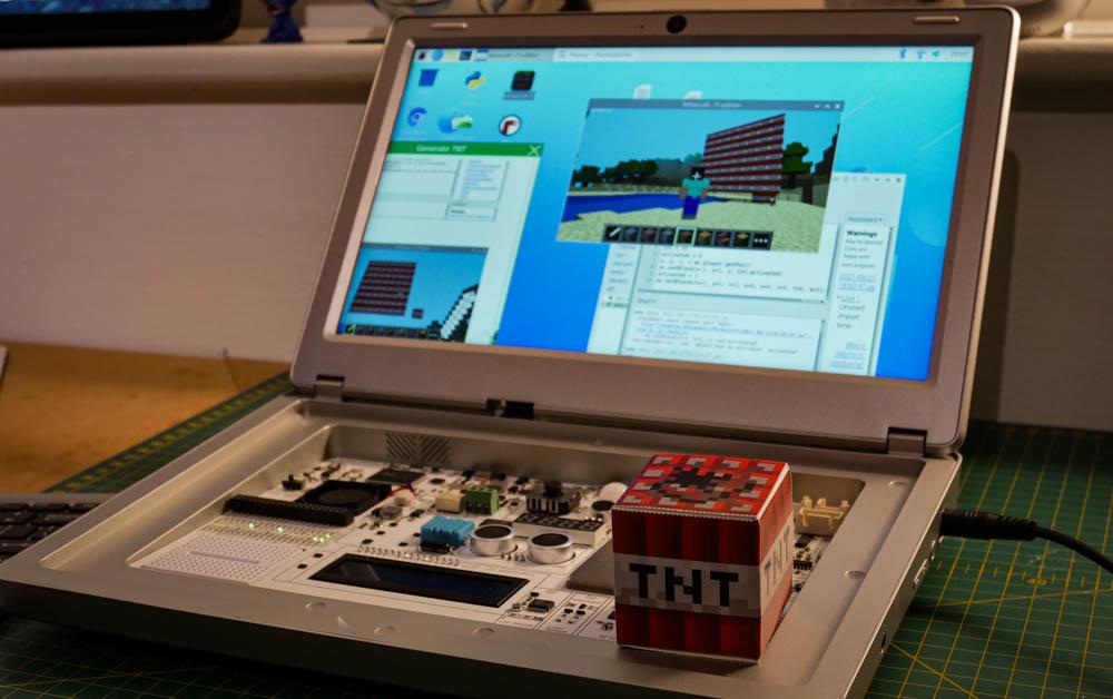 Programming Minecraft on CrowPi 2